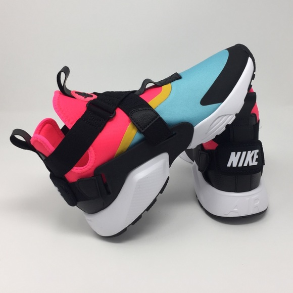sneakers for cheap f30f6 3a155 Select Size to Continue. M 5aed72fc8af1c55c57c6b936. 8